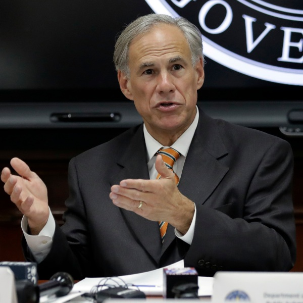 Greg Abbott addressing state officials-846655081