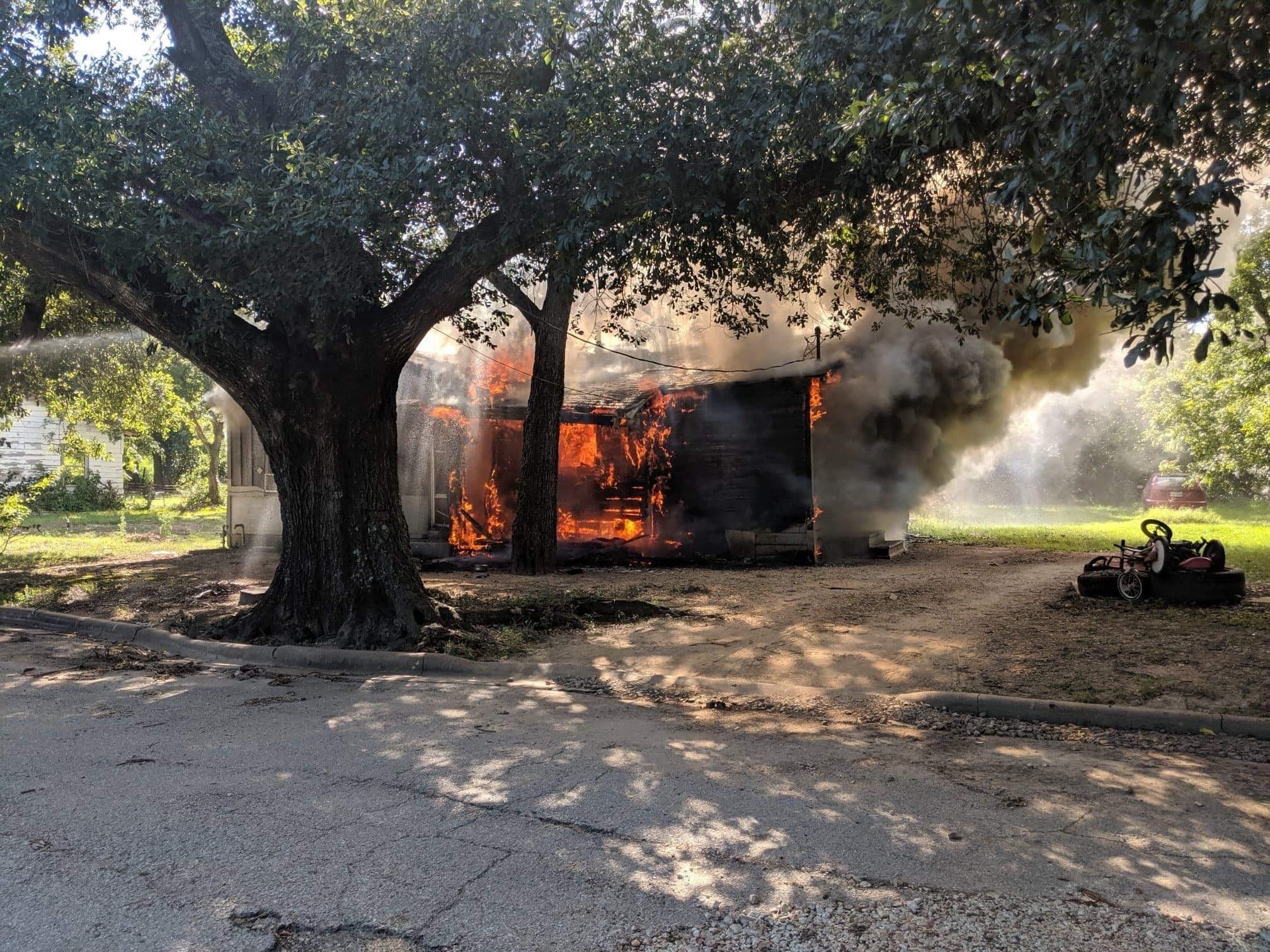 Fire destroys Groesbeck home   KWKT - FOX 44
