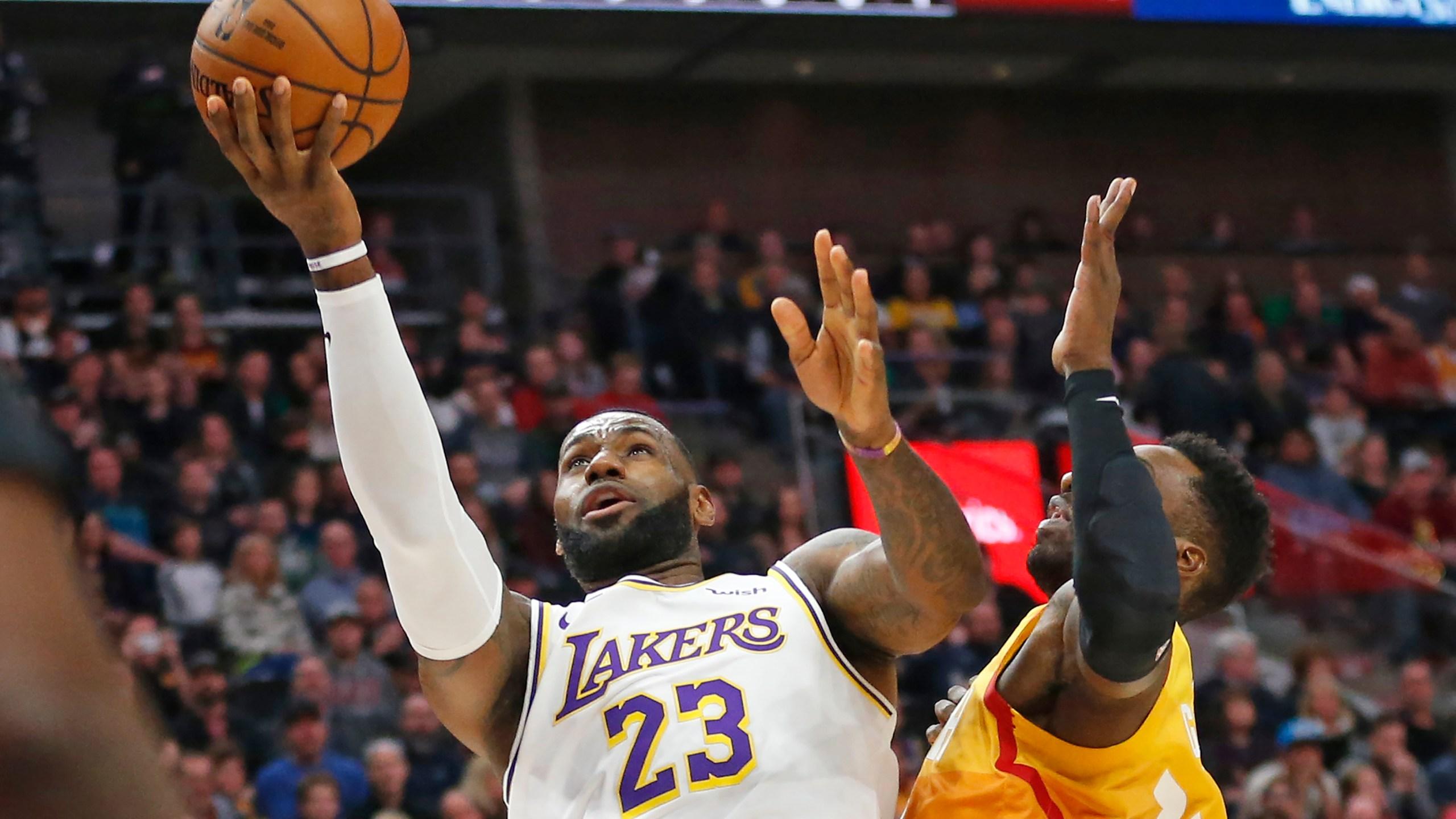 Davis Scores 26 Points Lakers Rout Jazz 121 96 Kwkt Fox 44